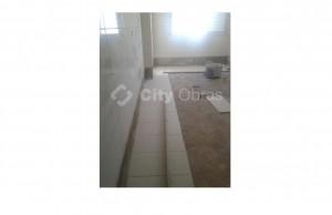 aplicação de pavimento em casa de banho
