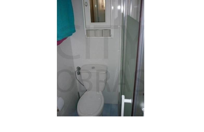 construção de casa de banho pequena